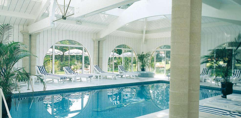Hotel domaine de fompeyre old charmehotel bazas for Piscine desjoyaux bazas