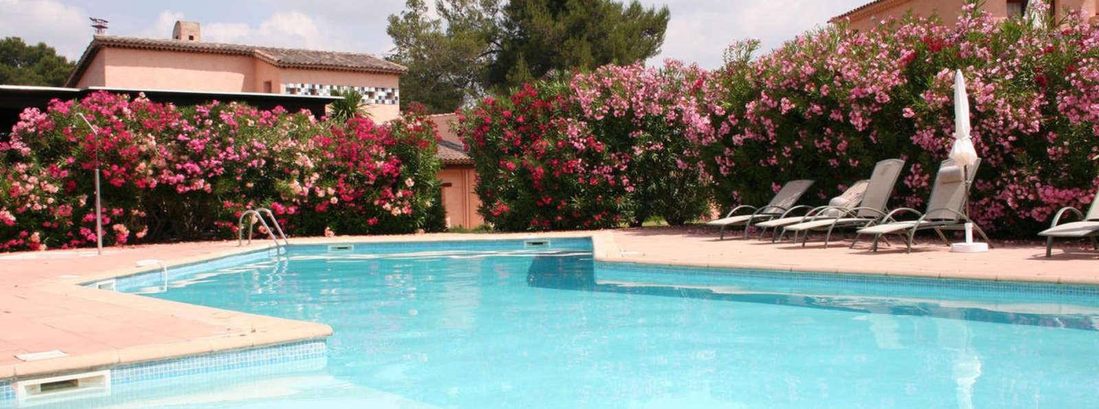 Week end weekendeals le muy partir de 95 for Hotel piscine interieure paca