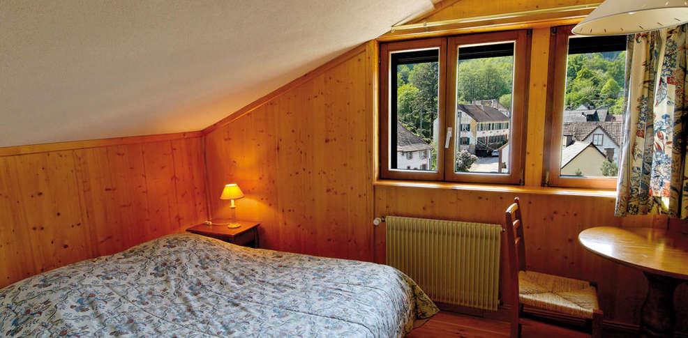 Touring h tel spa le clos des sources charmehotel thannenkirch - Chambre thema parijs ...