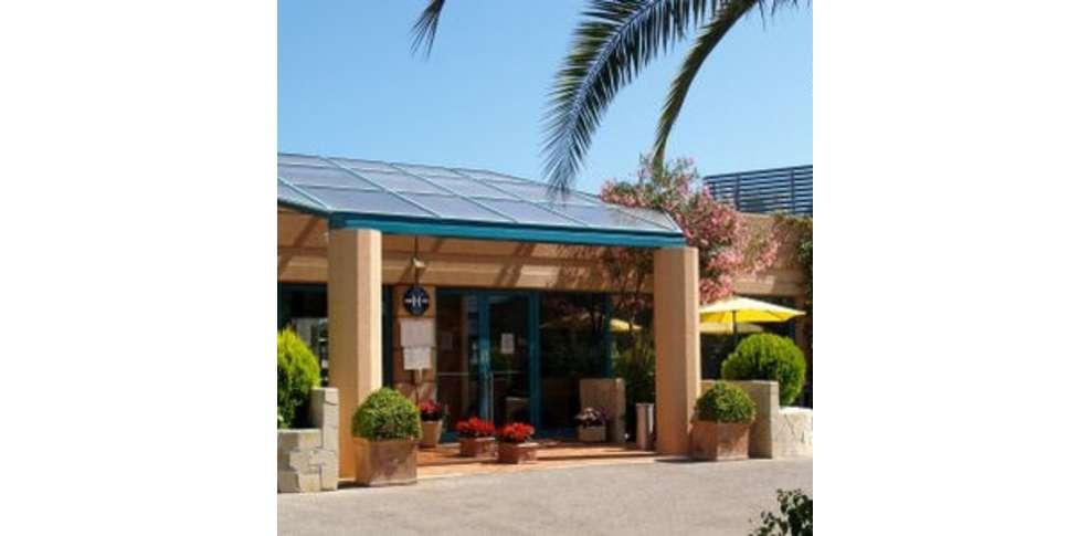 Media garden hotel h tel de charme valbonne for Piscine sophia antipolis tarif