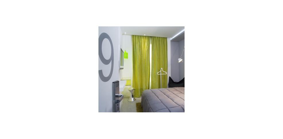 Color design hotel charmehotel parijs for Color design hotel 75012