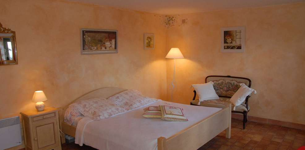Hotel le parfum bleu charmehotel chantemerle les grignan - Chambre thema parijs ...