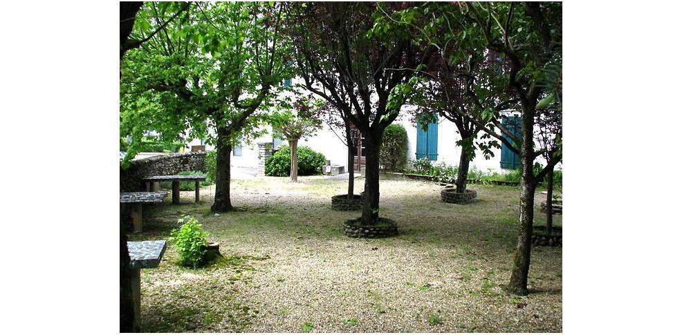 H tel des vall es h tel de charme lurbe saint christau - Jardin suspendu brussels montpellier ...