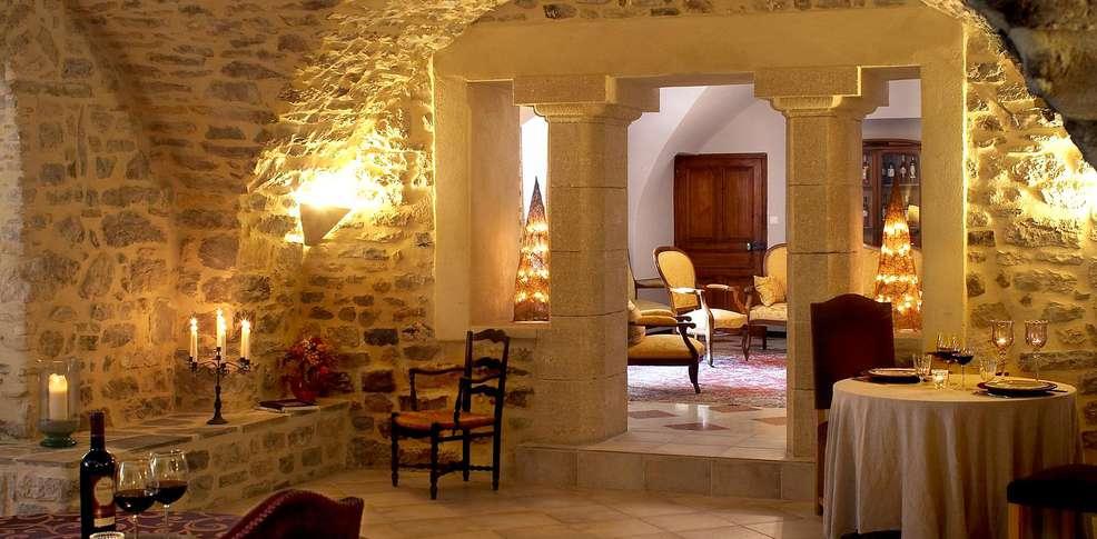 H tel ch teau roumani res chambres d 39 h tes h tel de - Difference entre gite et chambre d hote ...