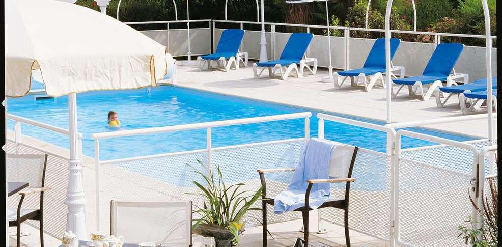 Hotel spa la malouini re des longchamps h tel de charme for Piscine longchamps