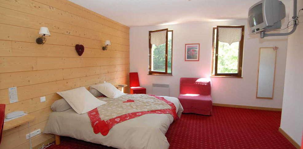 Hotel domaine de l 39 adoux charmehotel saint jean montclar - Chambre thema parijs ...