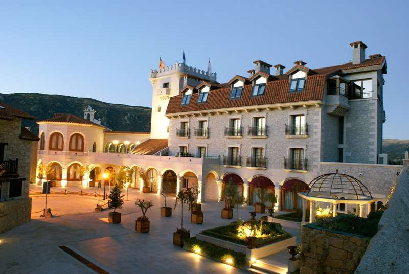 Hotel Real de Bohoyo - HotelRealBohoyo_Fachada.jpg