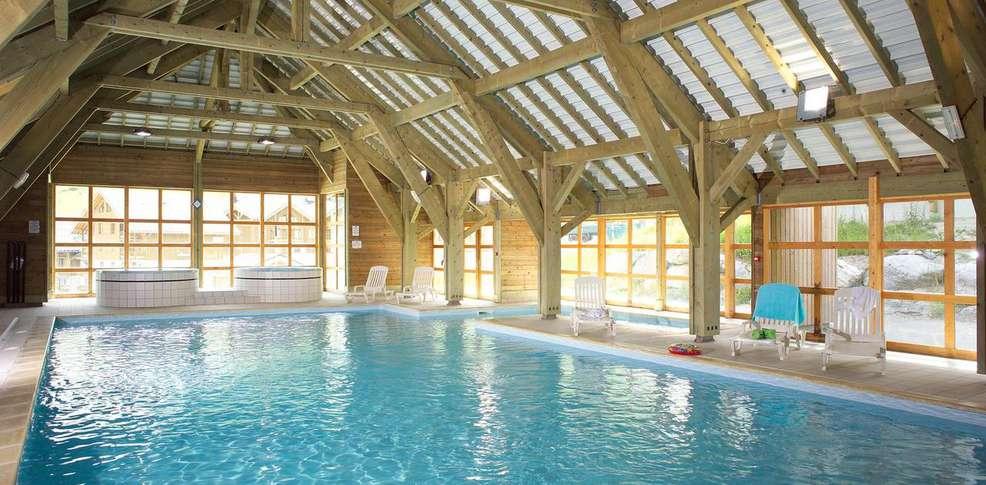 H tel r sidence les fermes de saint sorlin h tel de for Hotel piscine interieure paca