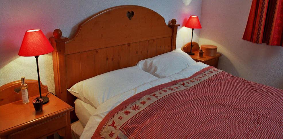 Hotel la turra charmehotel valfr jus - Chambre thema parijs ...