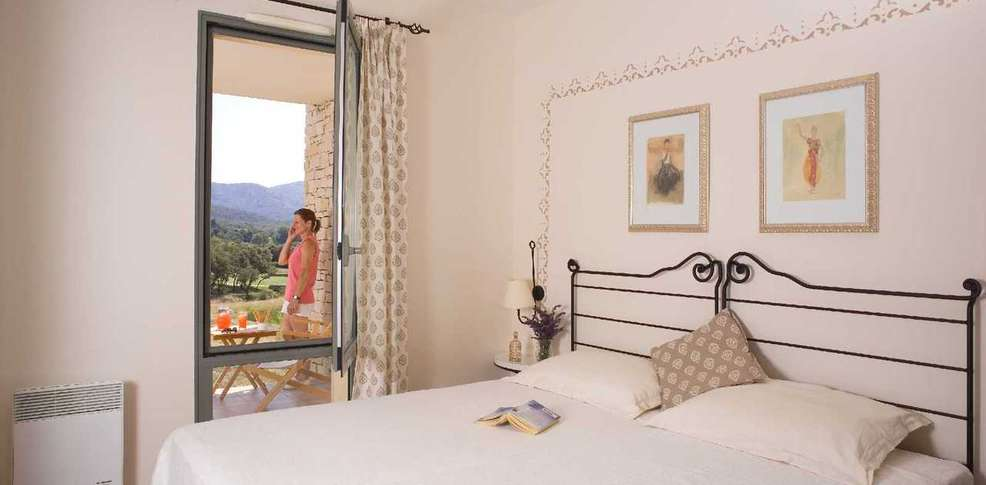 Hotel r sidence le provence country club charmehotel saumane de vaucluse - Chambre thema parijs ...