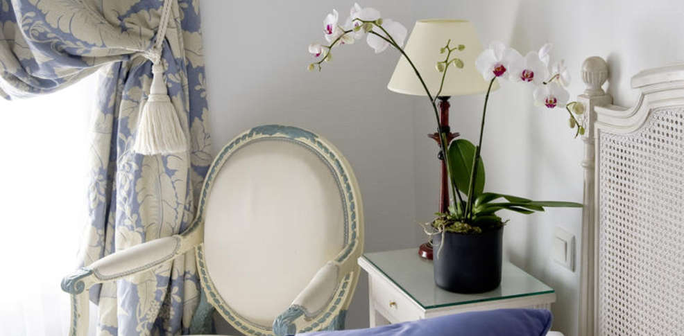 H tel ellington charmehotel nice - Chambre thema parijs ...