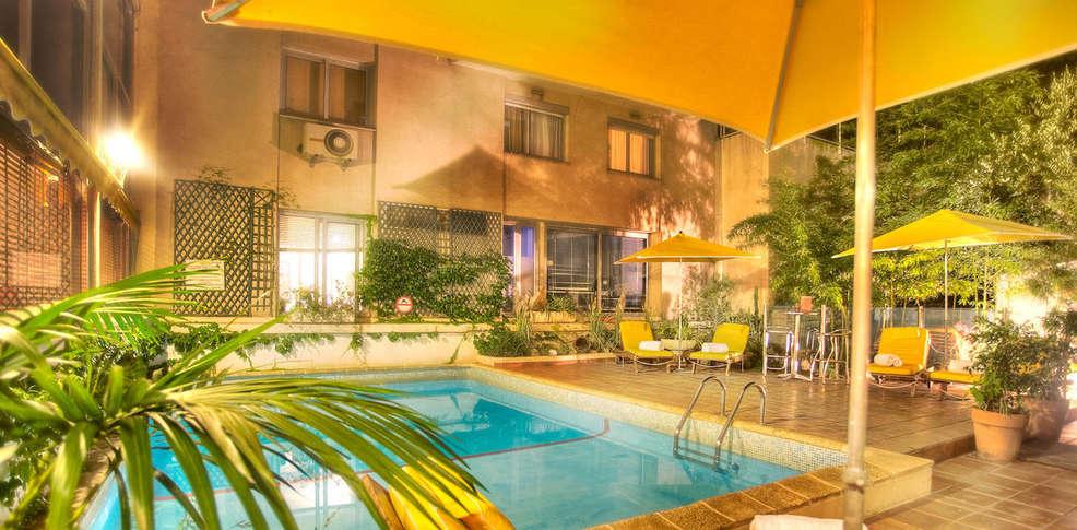 H tel croisette beach h tel de charme cannes for Hotel piscine interieure paca