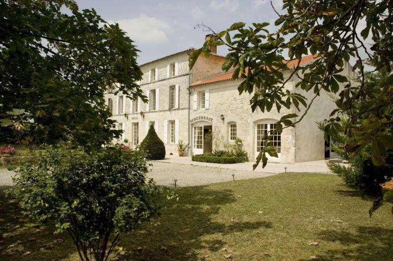 Domaine du Prieuré - Domaine_du_Prieure_facade.jpg