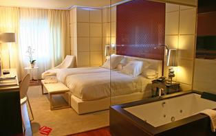 Lujo & Relax: Escapada en un 5**** con acceso al spa y bañera hidromasaje en la habitación