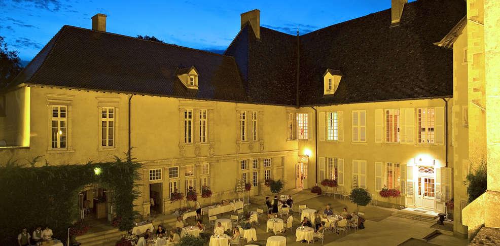 Hotel ch teau de pizay charmehotel saint jean d 39 ardi res 69 - Chateau de pizay restaurant ...