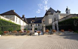 Offre Spéciale Saint Valentin: Week-end romantique avec dîner & SPA dans un château du Beaujolais