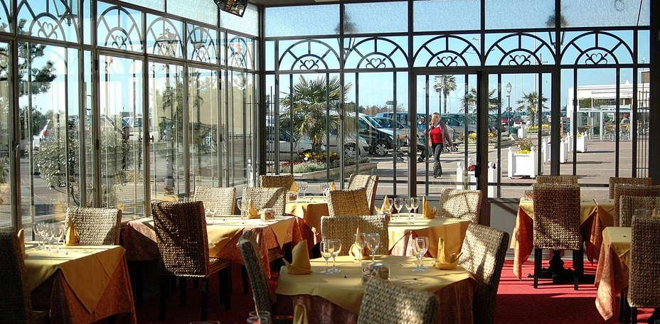 H tel restaurant la p cherie le manoir d 39 c t charmehotel courseulles sur mer 14 - Verriere kamer ...