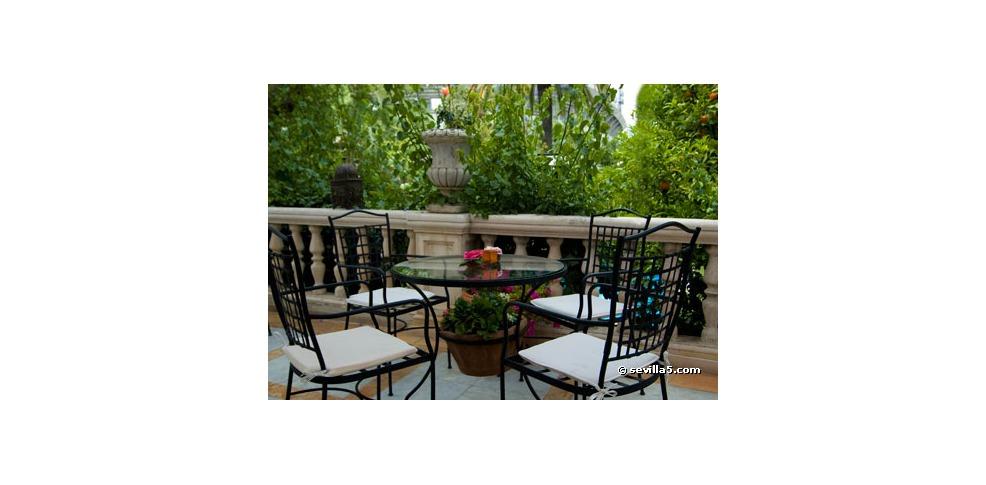 Hotel villa de la palmera charmehotel sevilla for Terrace villa hotel kutus