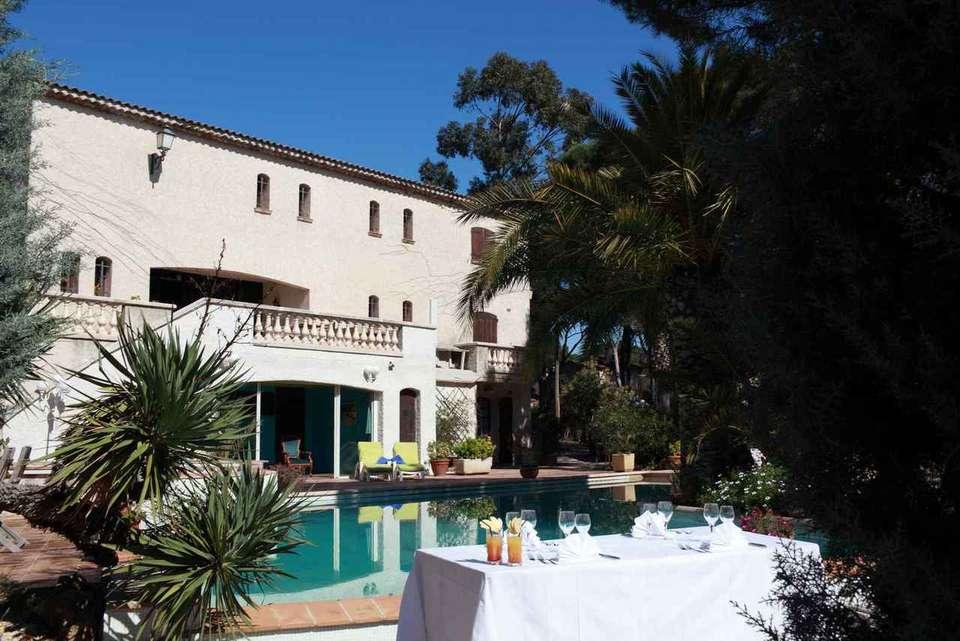 Week end la mer saint rapha l 83 avec d ner 3 plats for Hotel piscine interieure paca