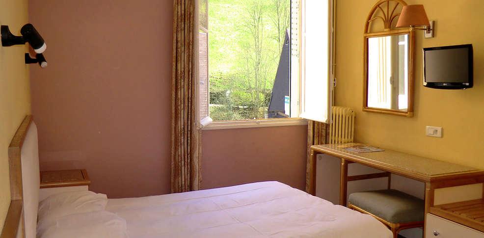 Hotel les portes de l 39 aubrac charmehotel chaudes aigues - Chambre thema parijs ...