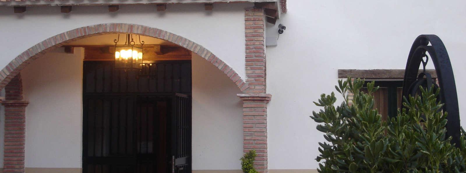 Hotel Almoratin - Frente