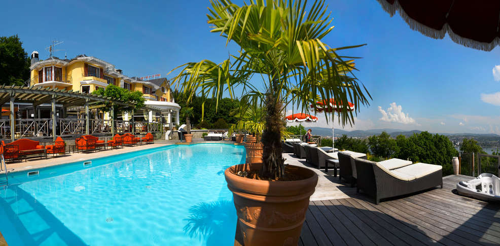 H tel les tr soms charmehotel annecy 74 for Hotel piscine annecy