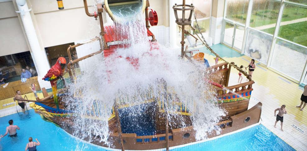 Explorers hotel h tel de charme magny le hongre for Hotel baie de somme avec piscine