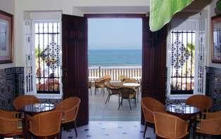 Escapada rómantica: Enamoráte frente el mar de Chipiona