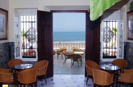 Escapada romántica frente el mar en playa de Regla, Chipiona