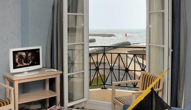 Week-end en chambre sup�rieure vue port � Trouville-sur-Mer