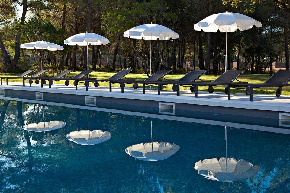 Week end de charme le castellet partir de 126 for Prix grande piscine