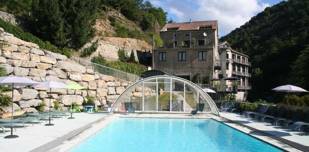 Lofth tel la manufacture h tel de charme vals les bains for Prix piscine exterieure