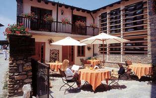 Escapada romántica con cena y bañera de hidromasaje en los Pirineos Catalanes