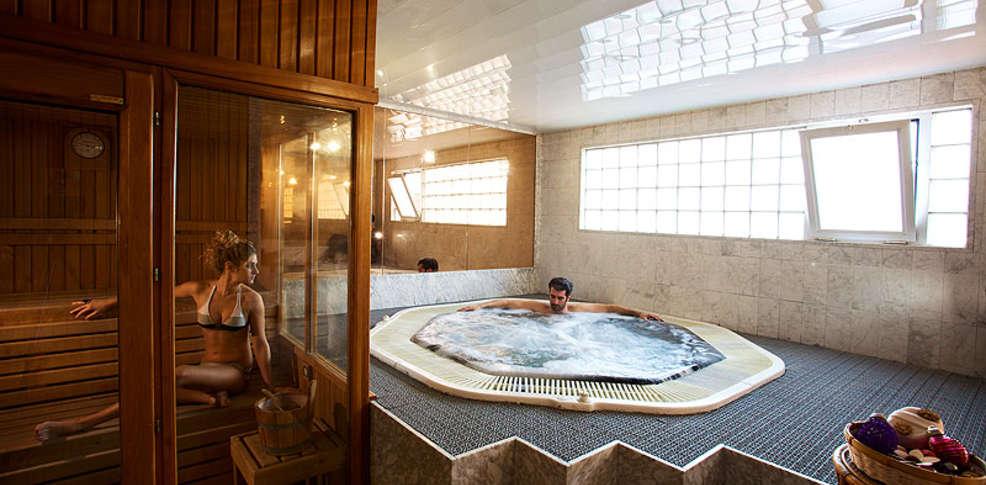Week end gastronomie vilafranca del penedes avec acc s l 39 espace d tente pour 2 adultes for Hotel jacuzzi privatif lorraine