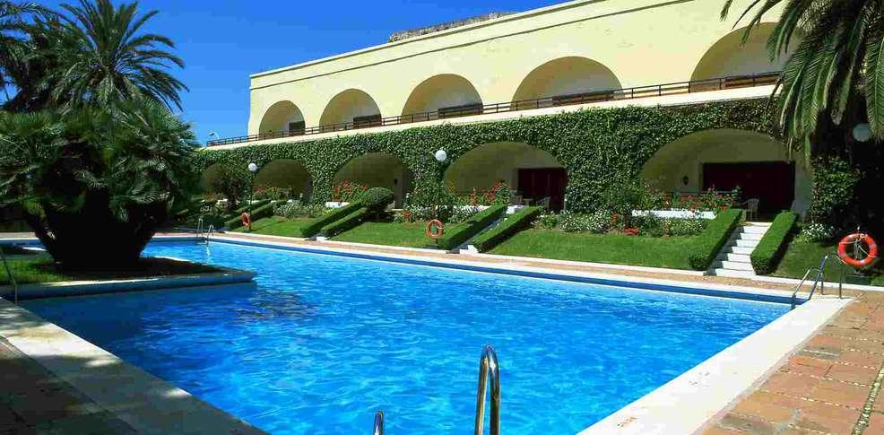 Hotel parador de ceuta hotel di charme ceuta for Paradores con piscina climatizada