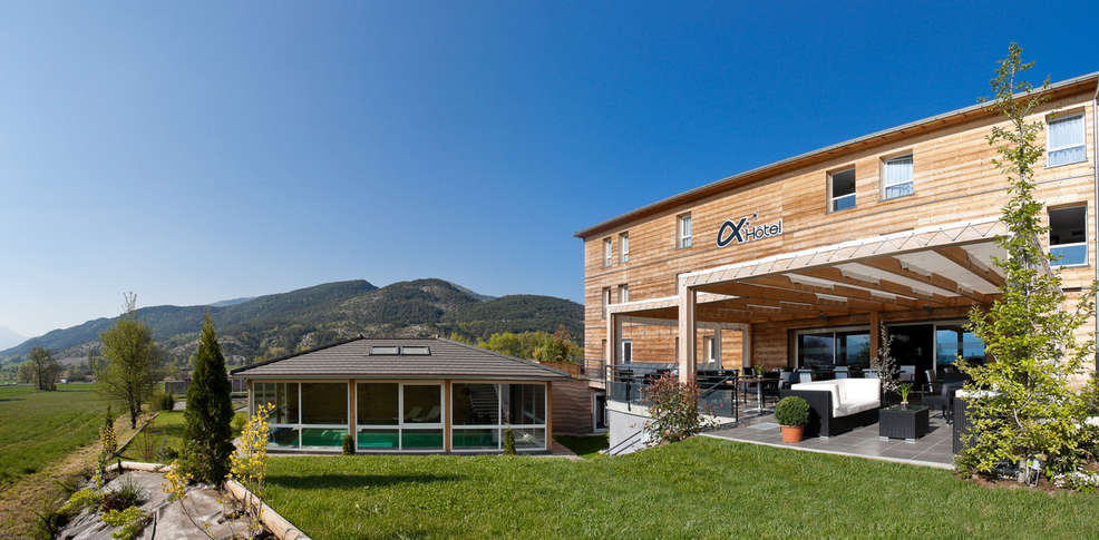Axh tel h tel de charme chorges 05 for Reservation hotel paca