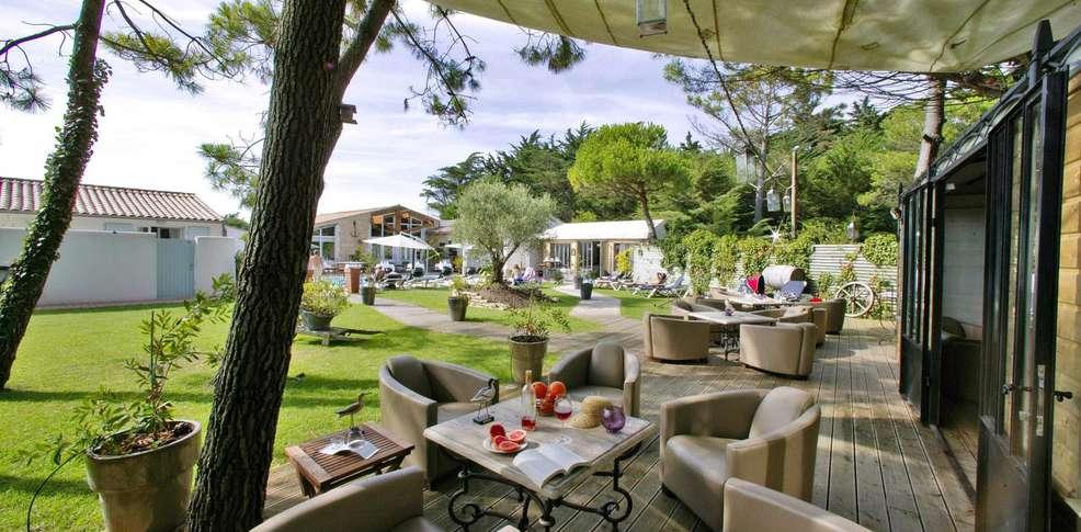 Hôtel  Restaurant et SPA Plaisir - Jardins, parc