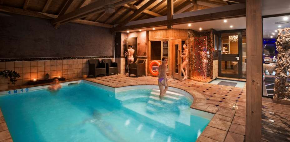 H tel les tr soms h tel de charme annecy 74 for Piscine spa annecy