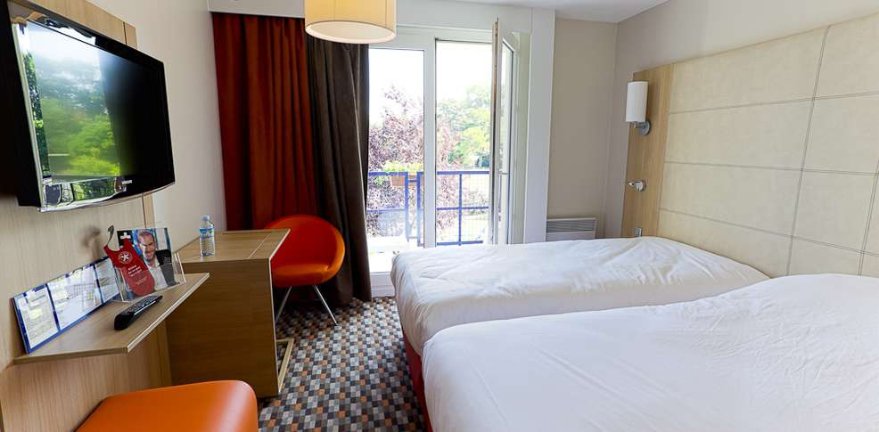 Hotel ibis styles chinon charmehotel chinon - Chambre thema parijs ...