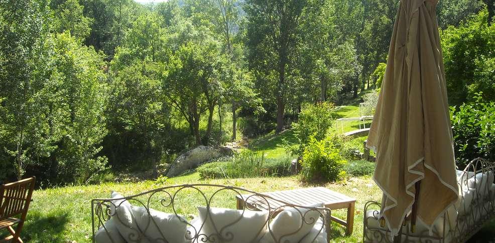 H tel auberge de l 39 aiguebrun h tel de charme bonnieux - Jardin suspendu brussels montpellier ...