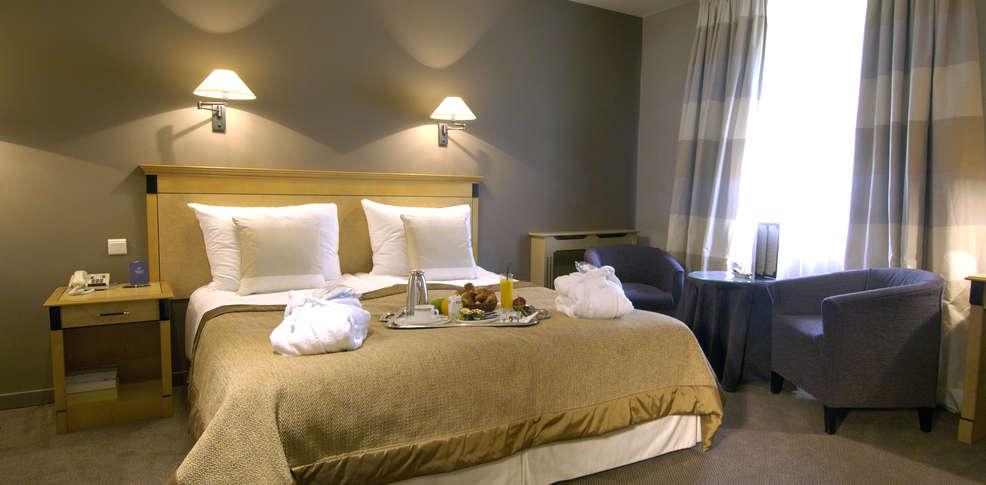 Week end waterloo week end romantique avec jacuzzi en for Hotel romantique belgique