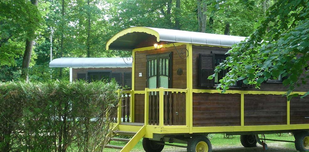 h tel roulottes et cabanes de la champagne h tel de charme bar sur aube. Black Bedroom Furniture Sets. Home Design Ideas