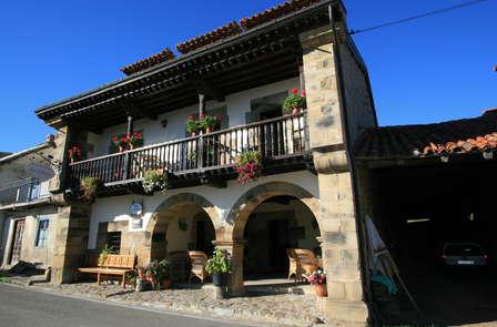 Escapada con Cena típica de Cantabria en un edificio del s.XVI (desde 2 noches)