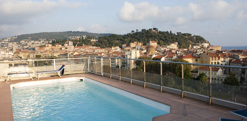H tel aston la scala h tel de charme nice 06 for Hotel piscine interieure paca