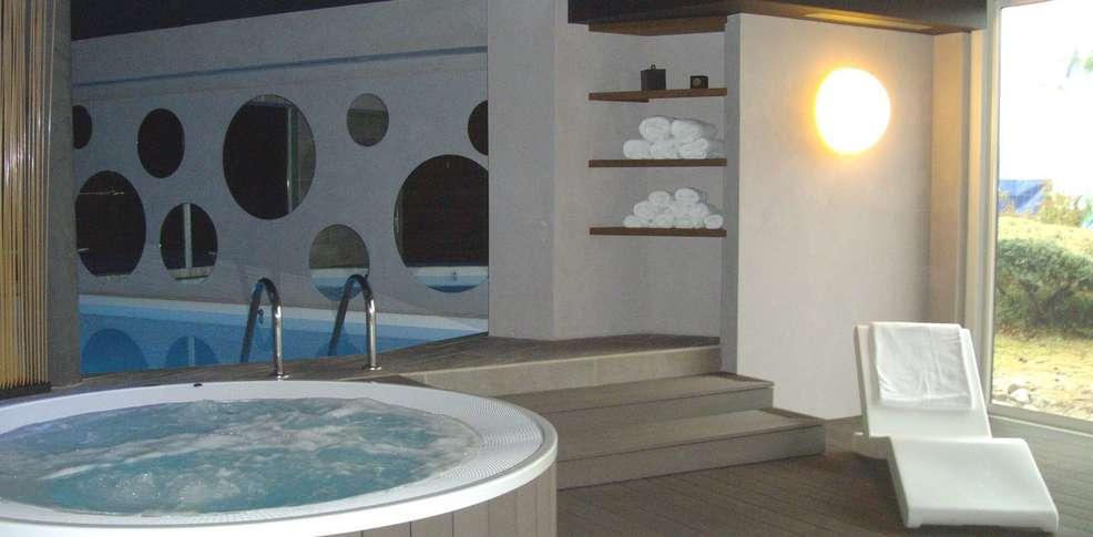 Divers inspiration de conception pour la salle for Hotel jacuzzi privatif lorraine