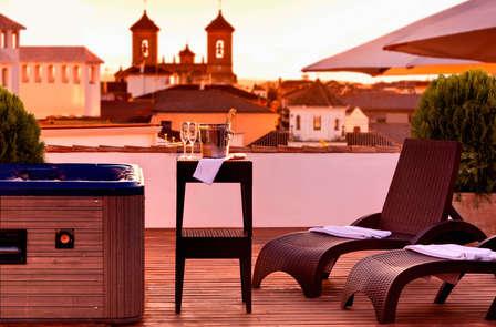 Escapada Romántica a un paso de Granada con cena
