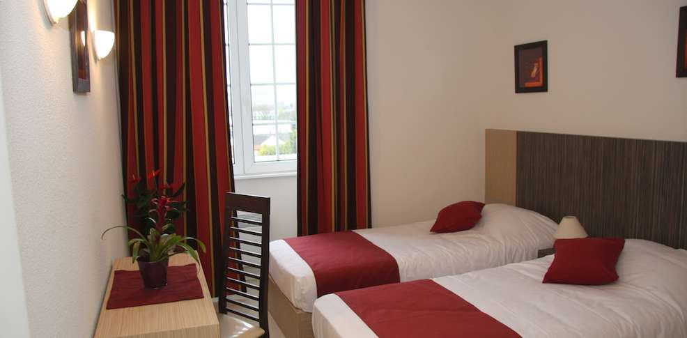 Hotel comfort suites epernay champagne charmehotel epernay - Chambre thema parijs ...