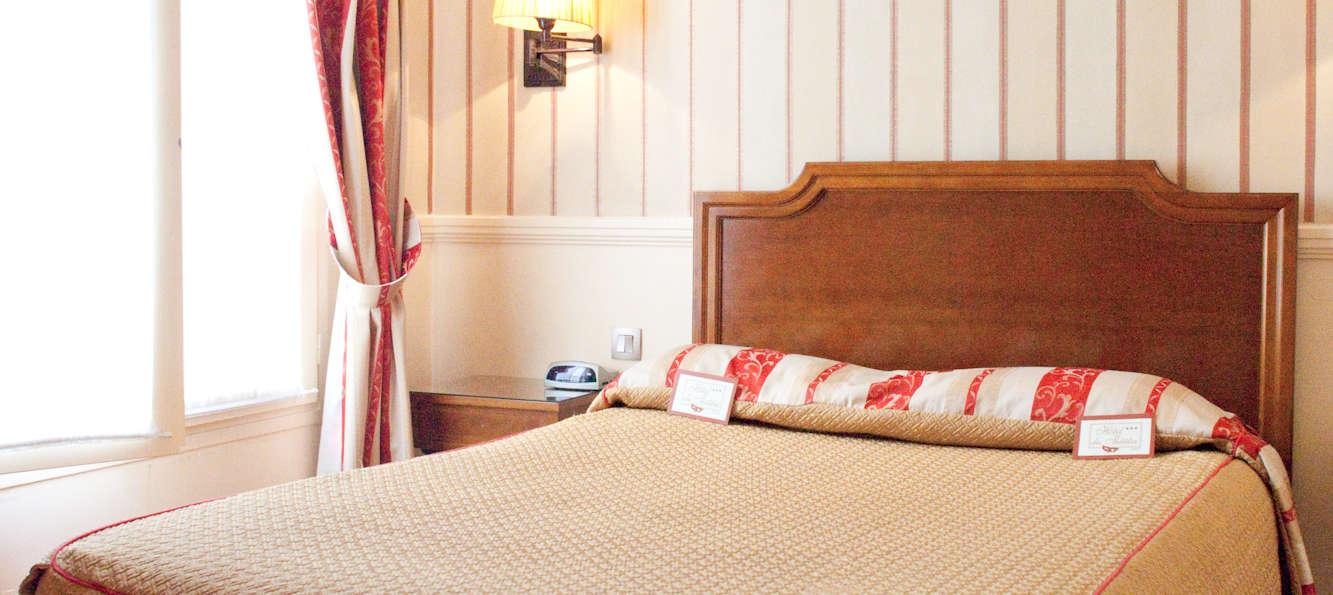 Hotel du th tre paris h tel de charme paris for Chambre 13 theatre