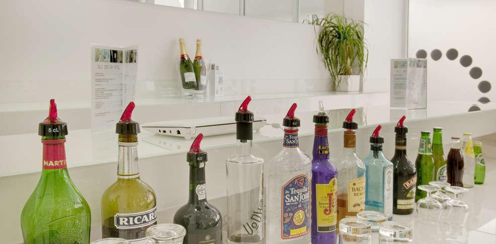 Blc design h tel old h tel de charme paris for Blc design hotel booking