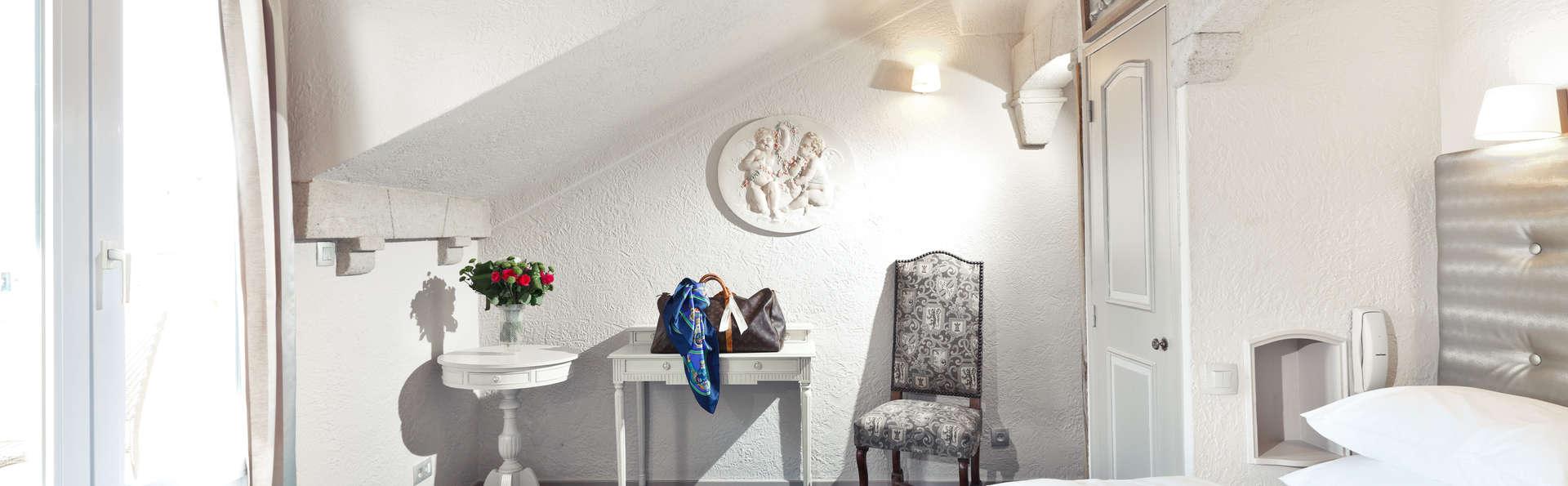 Week end romantique cannes avec surclassement de la chambre partir de 156 for Chambre romantique paca